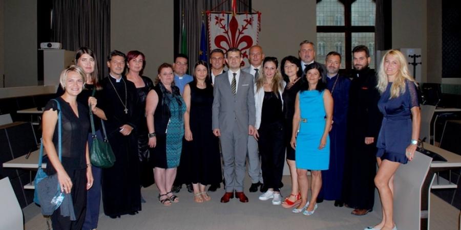 """Ambasadorul României din Italia în vizită de lucru la Florența:""""Dacă în fiecare dintre noi există entuziasm și avem un caracter frumos și puternic,vom reuși să-i mobilizăm și pe alții în mesajele și proiectele de unitate și de demnitate ale neamului"""""""