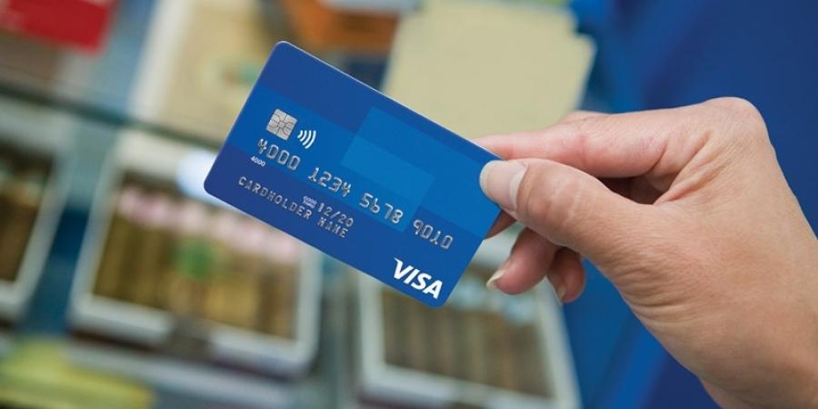 Românii care pleacă în concediu în străinătate pot folosi cardurile Visa pentru plăţi şi retrageri de numerar