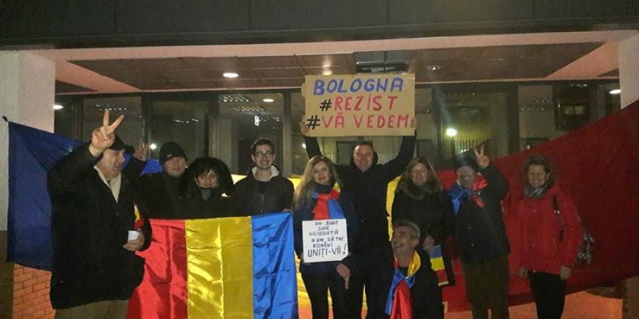 PROTESTE ÎN ITALIA. Românii din Bologna au ieșit în stradă
