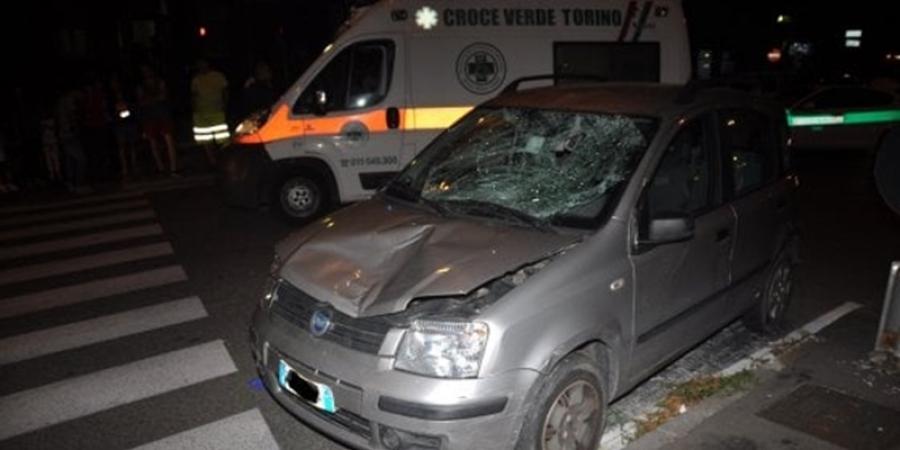 Un bărbat este în stare gravă, după ce a fost lovit de o mașină pe o trecere de pietoni