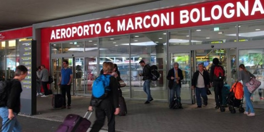 Români blocați pe aeroportul din Bologna