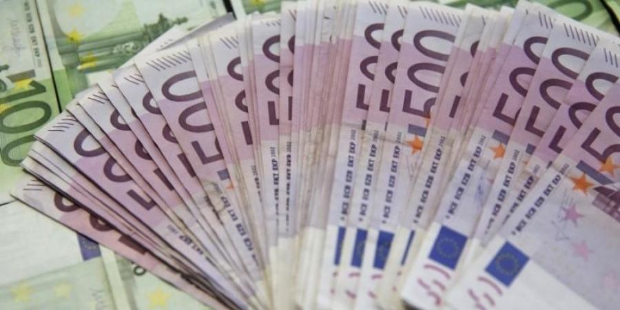 Aveţi grijă la banii trimişi acasă! Toate tranzacţiile peste 1.000 de euro, în vizorul Oficiului pentru Spălarea Banilor