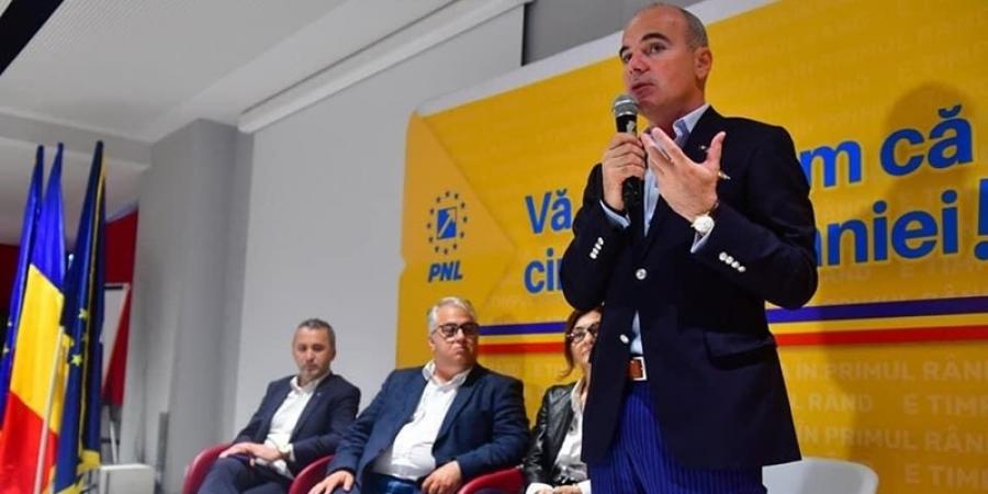 """Rareș Bogdan, în vizită la cea mai mare comunitate de români din diaspora: """"Să nu uitați că cei care v-au alungat din România, cei care tâlhăresc bugetele țării vor plăti pentru asta, iar dumneavoastră vă veți întoarce acasă învingători"""""""