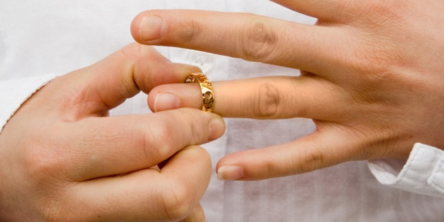 Românii plecați în străinătate pot divorța online