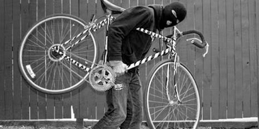 Doi italieni au încercat să fure bicicleta unui român din Bologna